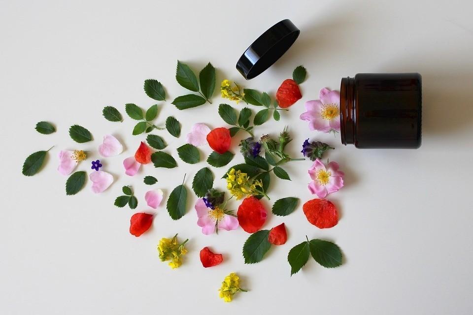 přírodní dekorativní kosmetika